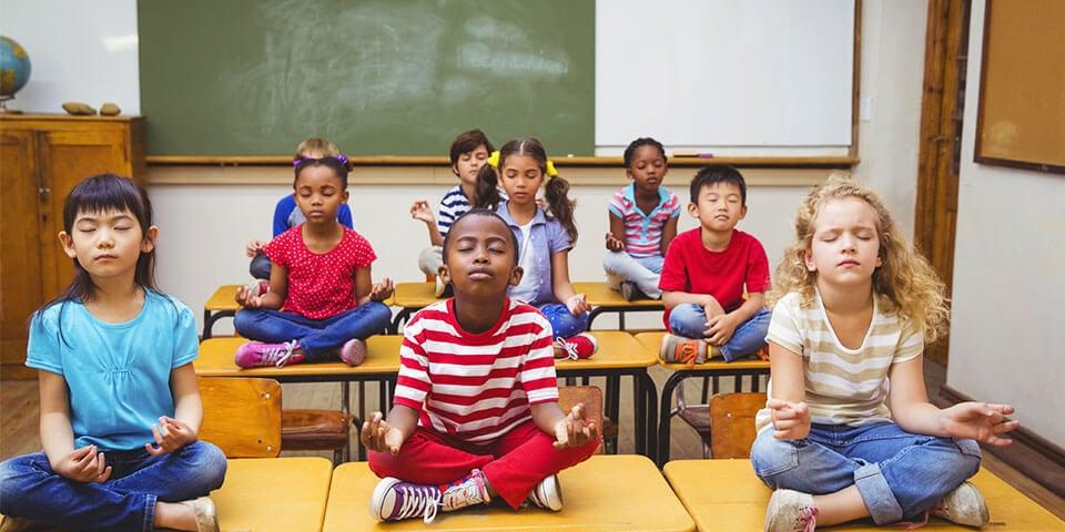 enfants en meditation